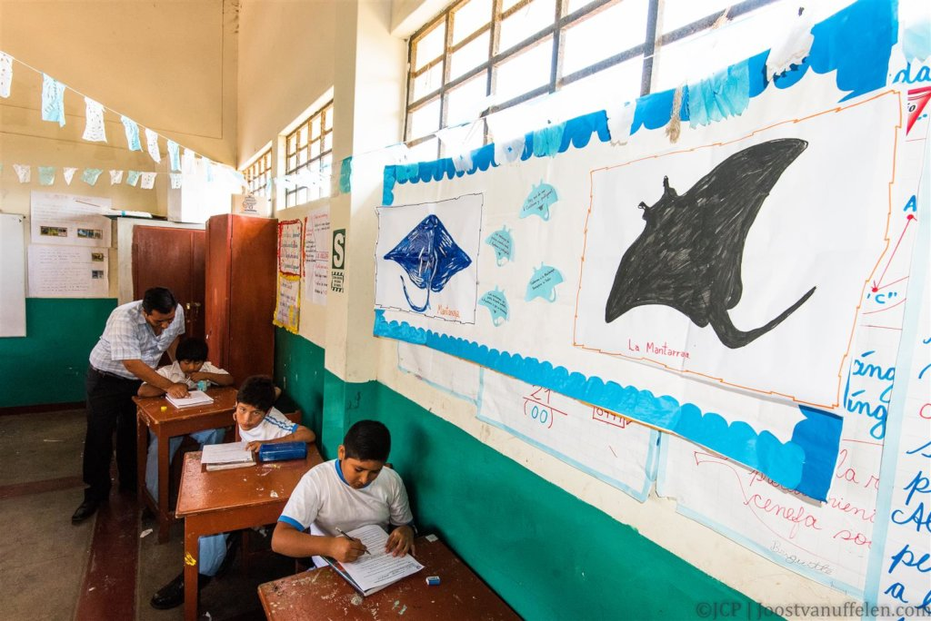 Engaging Communities to Conserve Giant Manta Rays