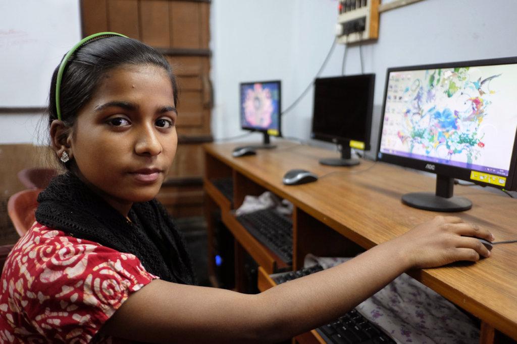 Make 100 Indian slum students employable
