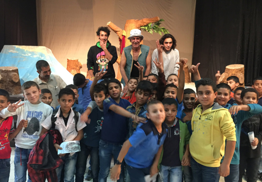 Theatre for 1000 deprived children in Palestine