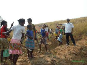 Planting cassava as school food (with teacher)