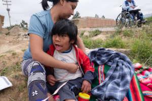 Children with fisioterapist in Punata