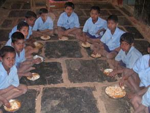 Chidlren Enjoying an Akshaya Patra Meal