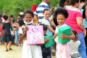 Help Colombian Christmas gifts and smiles