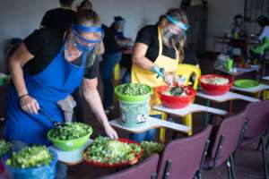 Community kitchen food prep with Proyecto Florecer