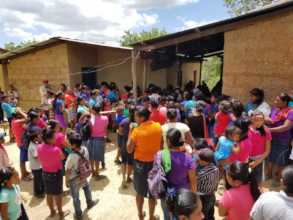 La Ceiba patients awaiting treatment and lunch