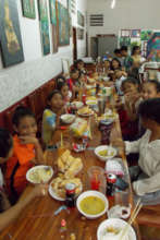 Students enjoy curry lunch party at Champe