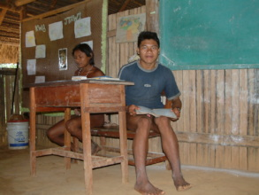 Joti teacher Gabriel in the classroom