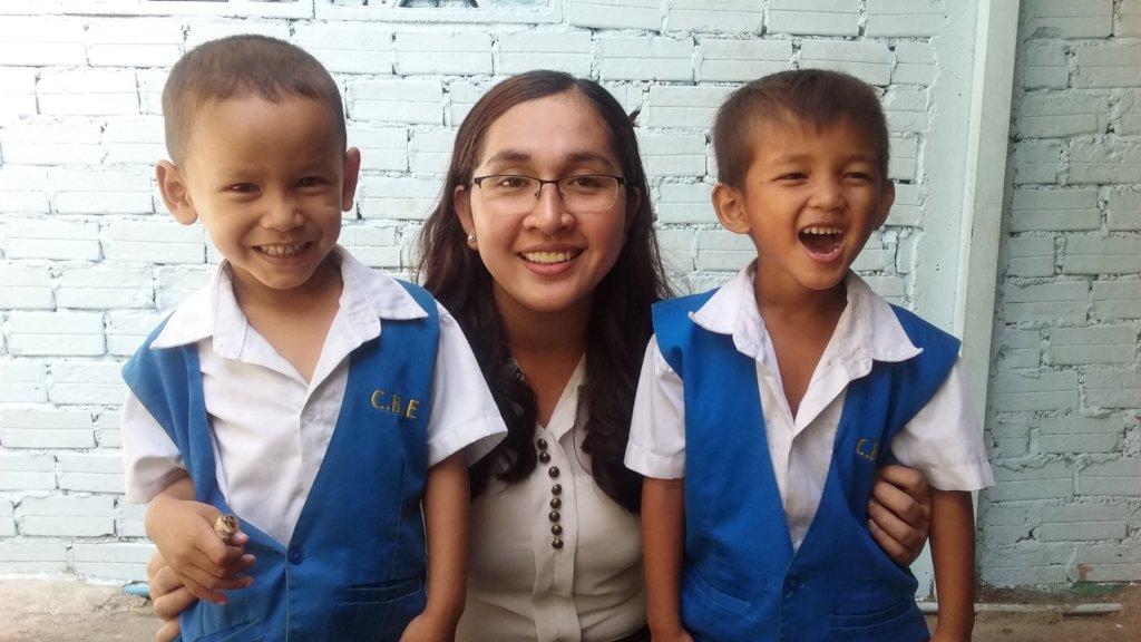 School 135 poor Cambodian children to prosperity.