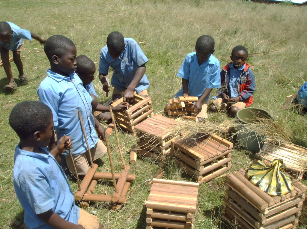 RAPHIA BAMBOO USE BY CHILDREN FOR CRAFTWORK