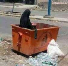 Displaced women in Yemen