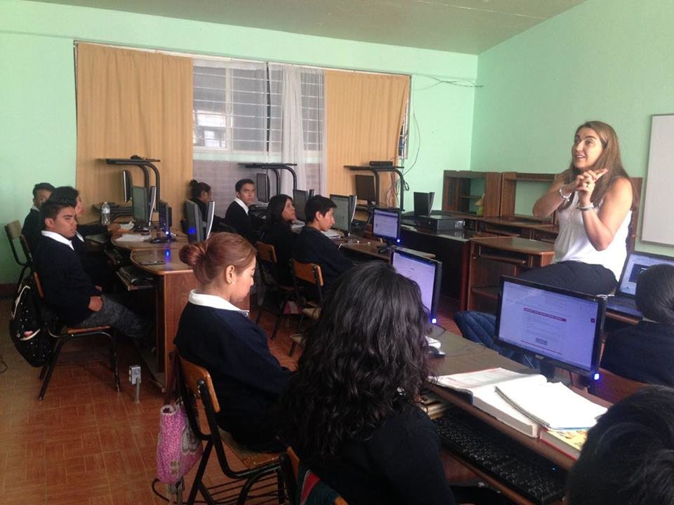 School for young Mexicans socially disadvantaged.