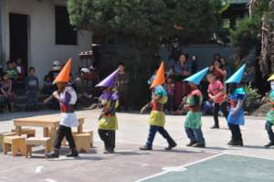 Students portray the seven dwarves