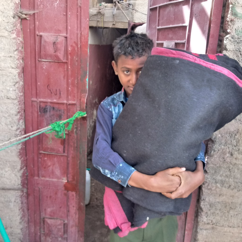 Blankets for vulnerable yemeni families