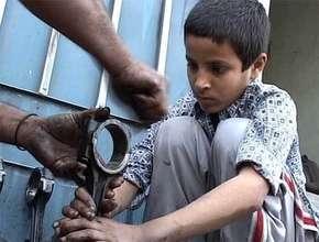 Help working children in Pakistan go to school