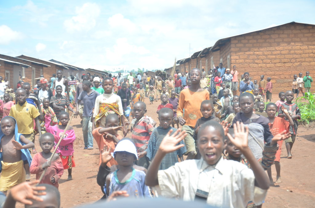 Offer opportunities to refugees in Uganda!