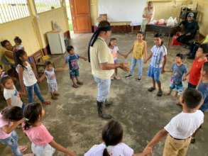 Workshop with children from Tres Unidos community.