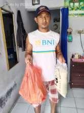 People in need receiving supplies