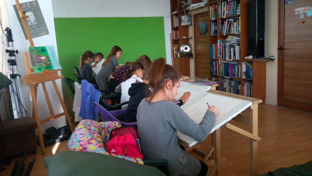 Help children in Varna access free art courses