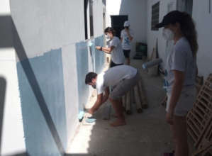 Volunteers Paint the Colors of Fundacion Dones