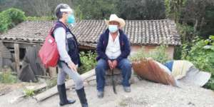 Paty speaks with Villano in Juquila