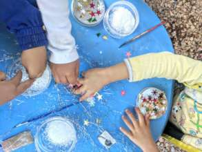 Holiday crafts in the Child Friendly Space