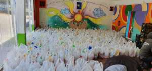 Food distribution in Ritsona camp by Cafe Rits