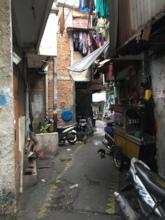 A glimpse of narrow alley in Tambora