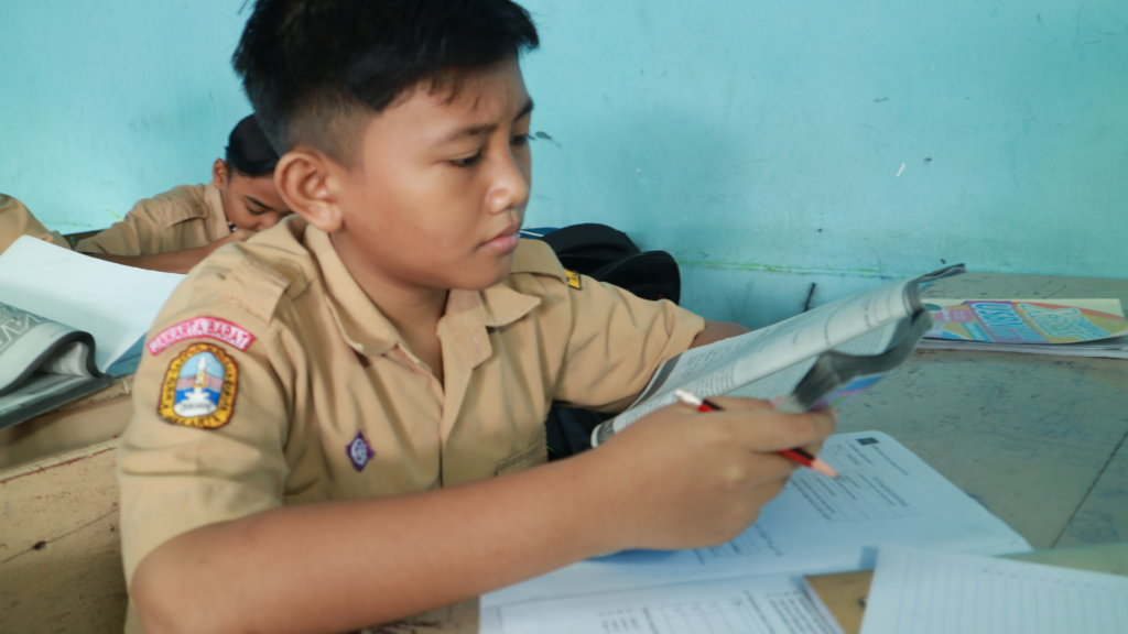 Help 50 Indonesian Kids Continue Their Schooling