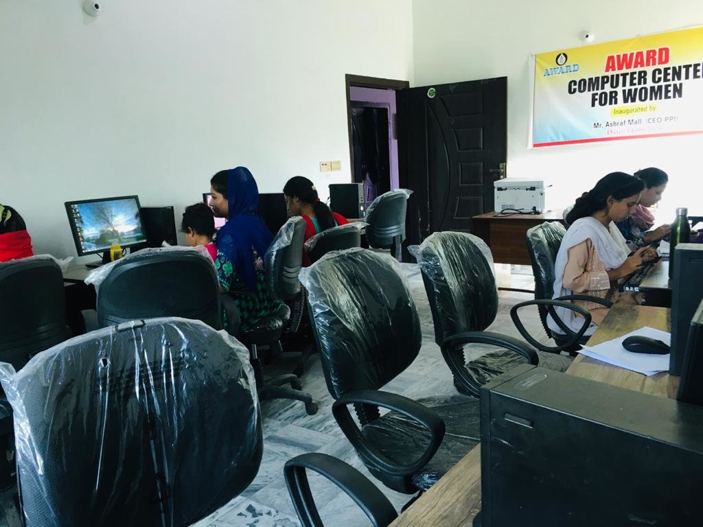 Computer literacy for 400 poor Pakistani girls