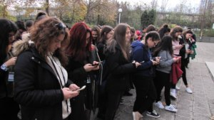 Students at Burgas liking BEST on Social Media