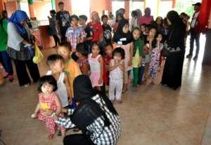 Marawi children wait for their share