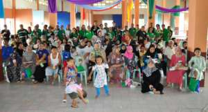 Volunteers pose  with residents from Marawi