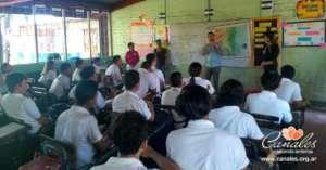 Presenting Videobooks to Deaf Nicaraguan students
