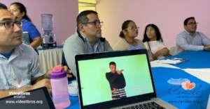 Deaf Nicaraguan readers
