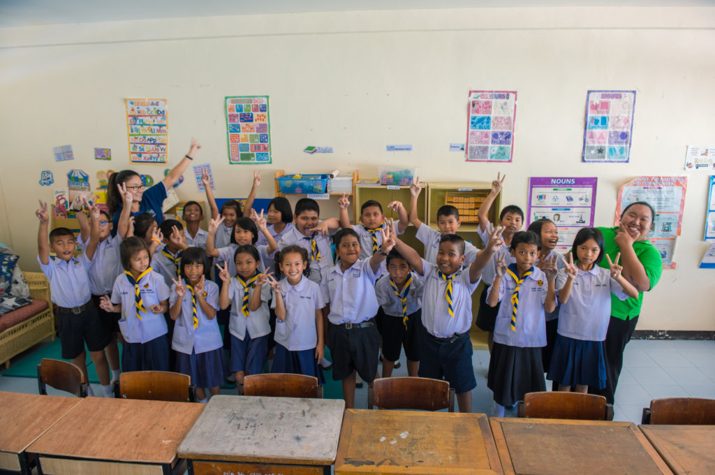 Allow 20 Thai students to learn English for a year