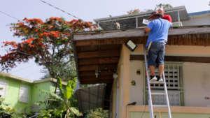 Solar street light installation in Comerio