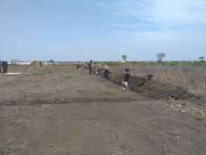 Community joins in the work for water pipeline