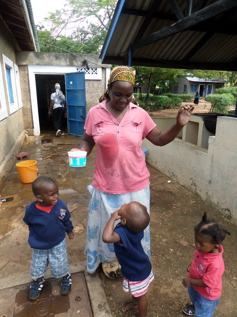 Support 6 housemothers in care of children in need