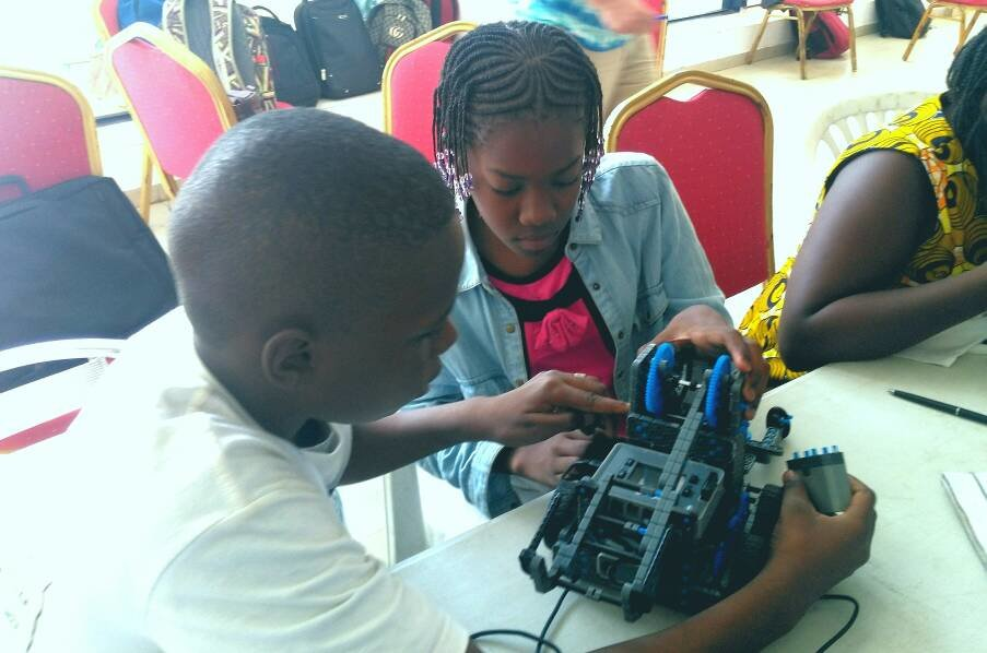 Free-of-Charge Robotic Competition for Children