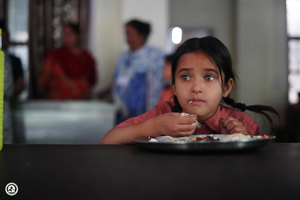 """Pattal Dawat"" :) Sponsor food plates for children"