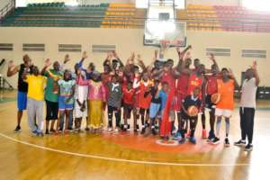 Children with Mali National Basketball Team