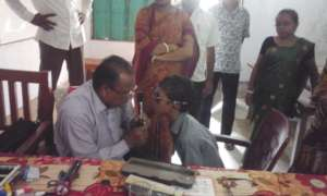 Doctor check critical vision prob. of a children
