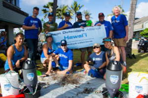 ODA-HI Oahu crew removes fishing line from coral