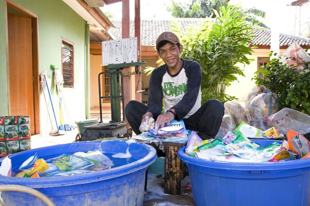 Generate Income & Hope From Non-Recyclable Garbage