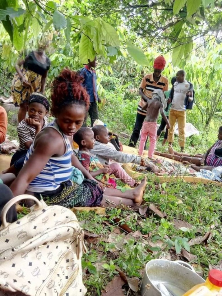 Clothing 1000 internally displaced in Cameroon