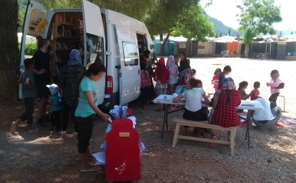Get a mobile library to refugee camps in Greece
