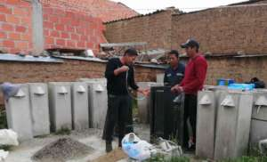 Rodrigo, Diego & Rene prep the filter casting mold
