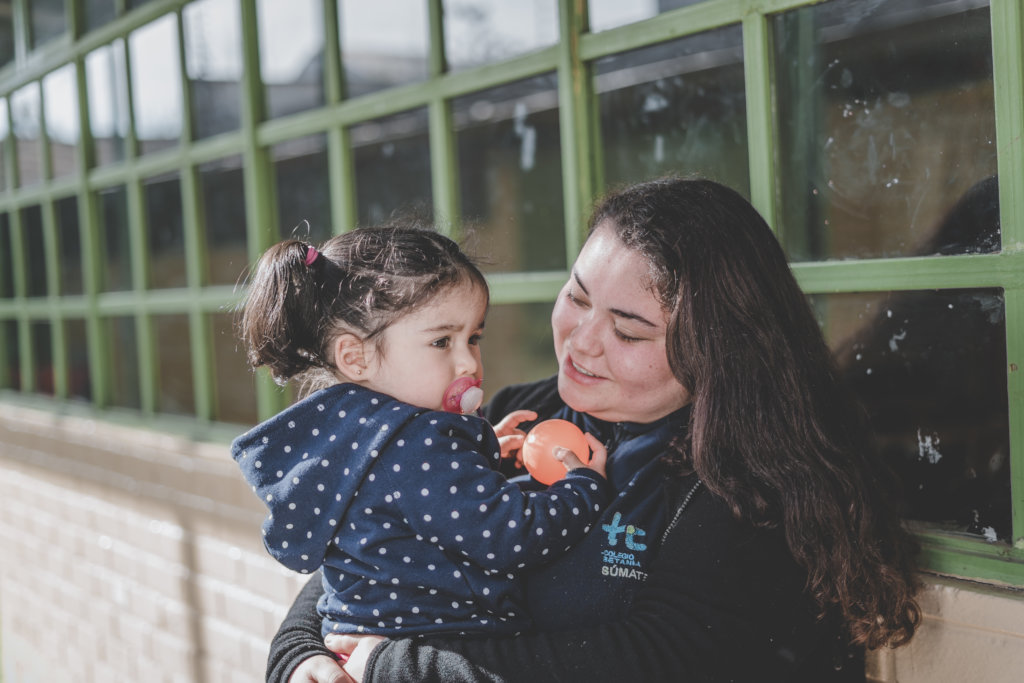 Empower and educate teenage mothers in Chile