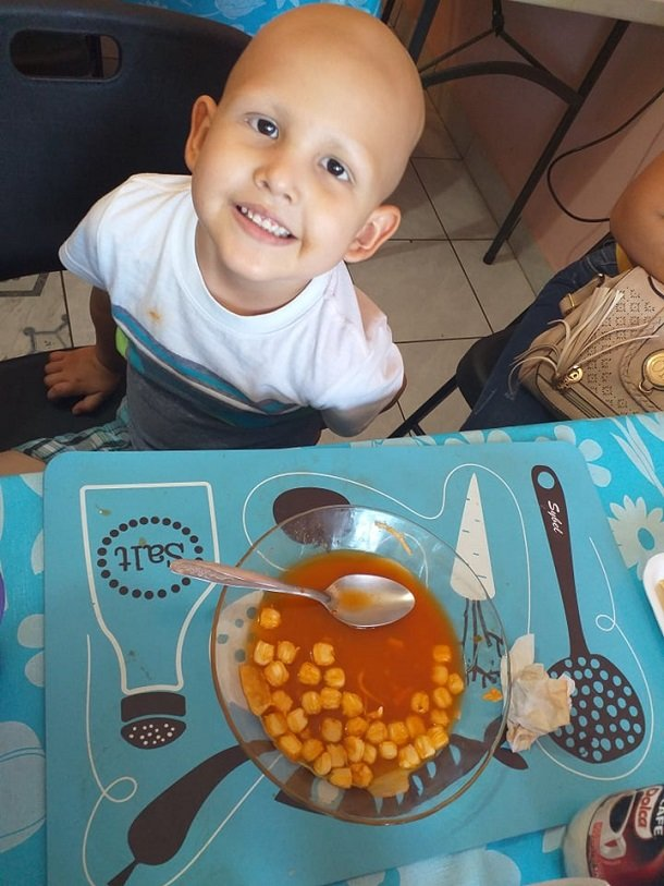 Help feed to 50 a children with cancer in Mexico.