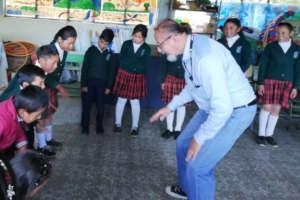 Calixto sharing to children a music dinamic